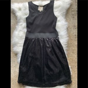Dresses & Skirts - Cute black sequin dress Party, date or girls night